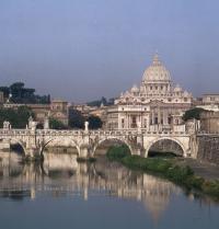 Brücke über den Fluss Tiber und der Petersdom des Vatikans im Hintergrund. Rom. Raga/Iberfoto. Photoaisa.