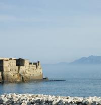Castelo dell'Ovo. Nápoles, Italia. Pierrette Guertin. Fotolia.