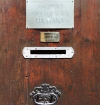 Eingang der Archäologischen Lullistischen Gesellschaft. Palma. IRU, S.L.