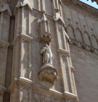 Ramon Llull. Sculpture. Main portal or of the Almudaina, neogothic (1851-1880). Palma Cathedral. IRU, SL.