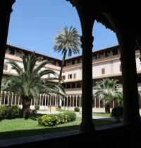 Gothic cloister. Convent of Sant Francesc. Palma. IRU, SL.
