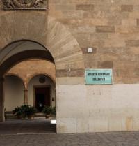 Accés a l'Estudi General Lul·lià (1951). Palma. IRU, SL.