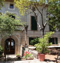 Façana principal. Monestir de Miramar. Valldemossa, Mallorca. IRU, SL.