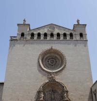 Fatxada nagusia eta atari barrokoa. Sant Francesc basilika. Palma. IRU, S.L.