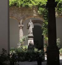 Statue of Ramon Llull. Patio of la Sapiencia. Palma. IRU, SL.