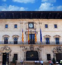 Hauptfassade des Rathauses von Palma. IRU, S.L.